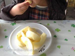 りんごの試食