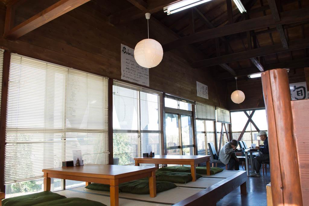 常陸太田の手打ち蕎麦屋 食べ物工房「旬」店内はジャズが流れるオシャレな雰囲気