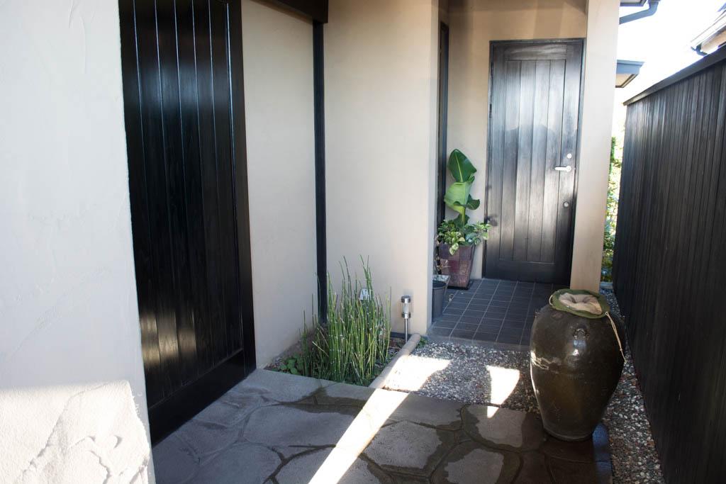 井中さんの入口は左側です。