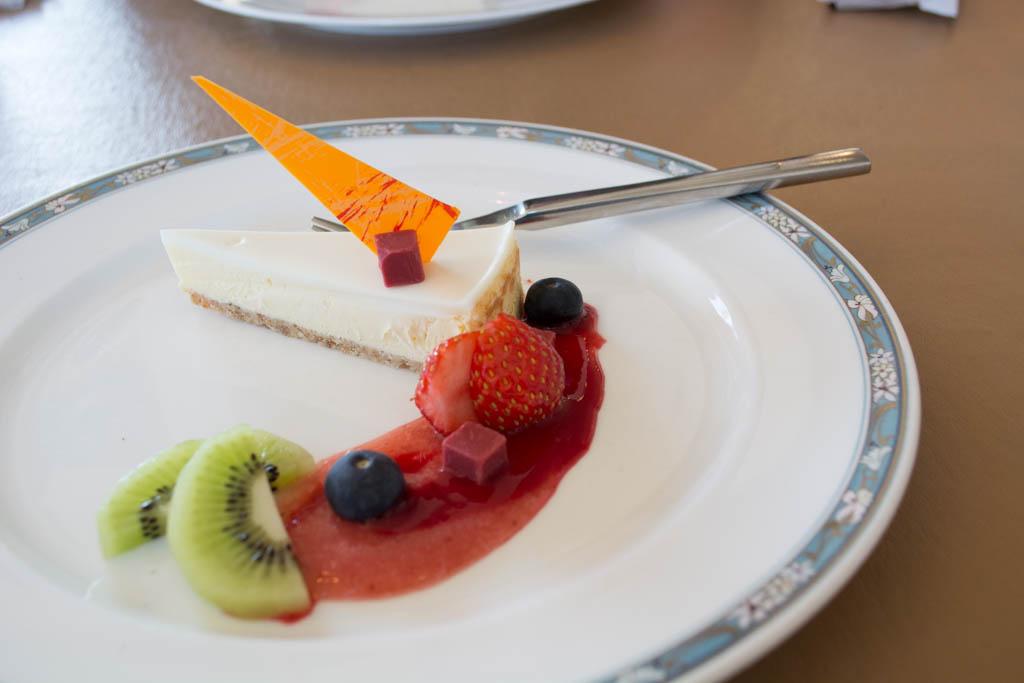 大洗ヌーボーランチのデザートはレアチーズケーキ。