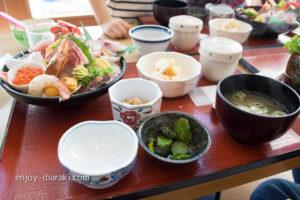 小名浜市場食堂の海鮮丼